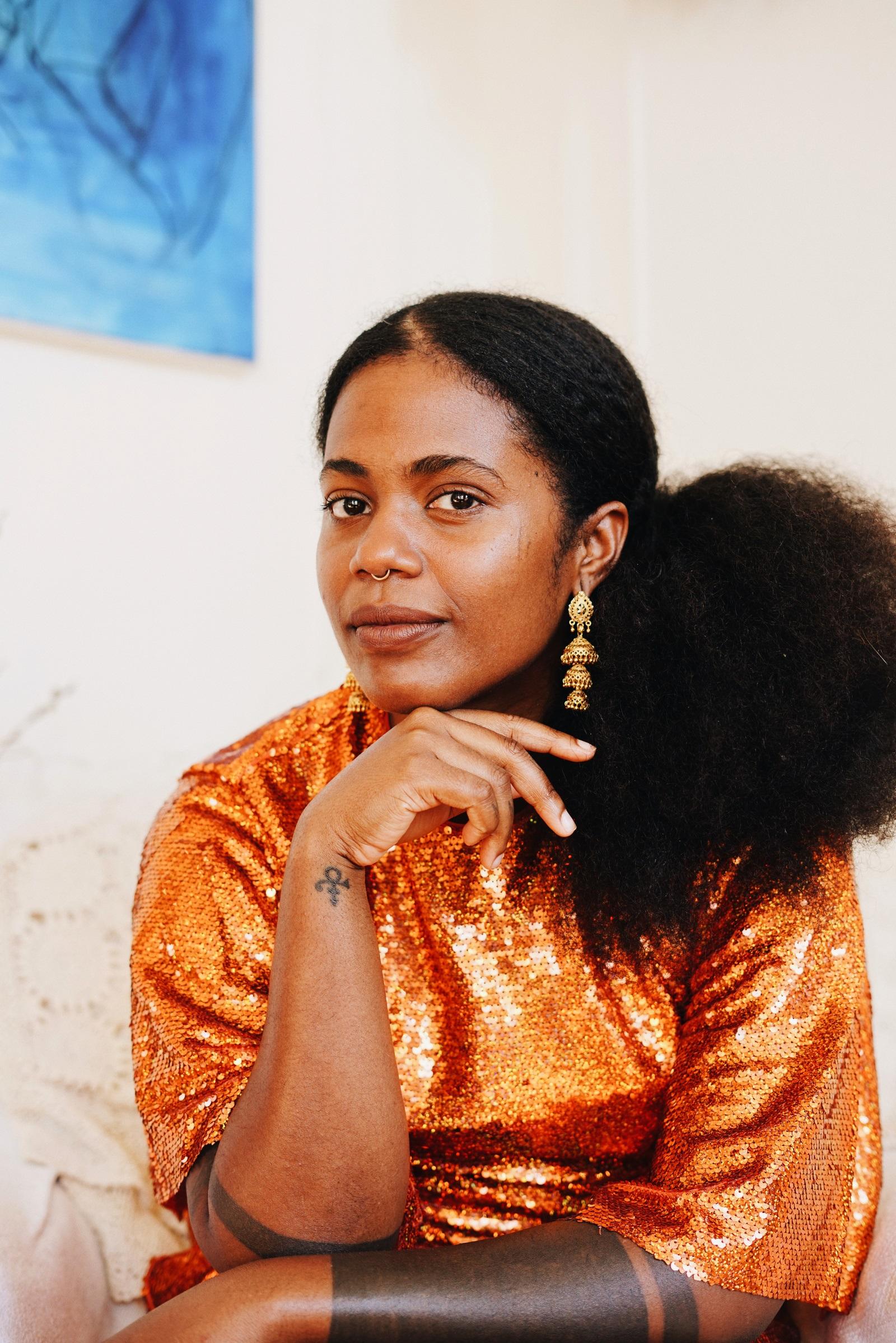 L'escriptora nigeriana, igbo-tamil, Akwaeke Emezi