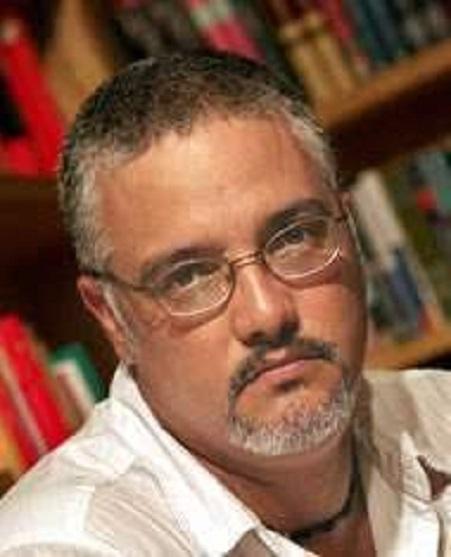 El escritor cubano Enrique Del Risco
