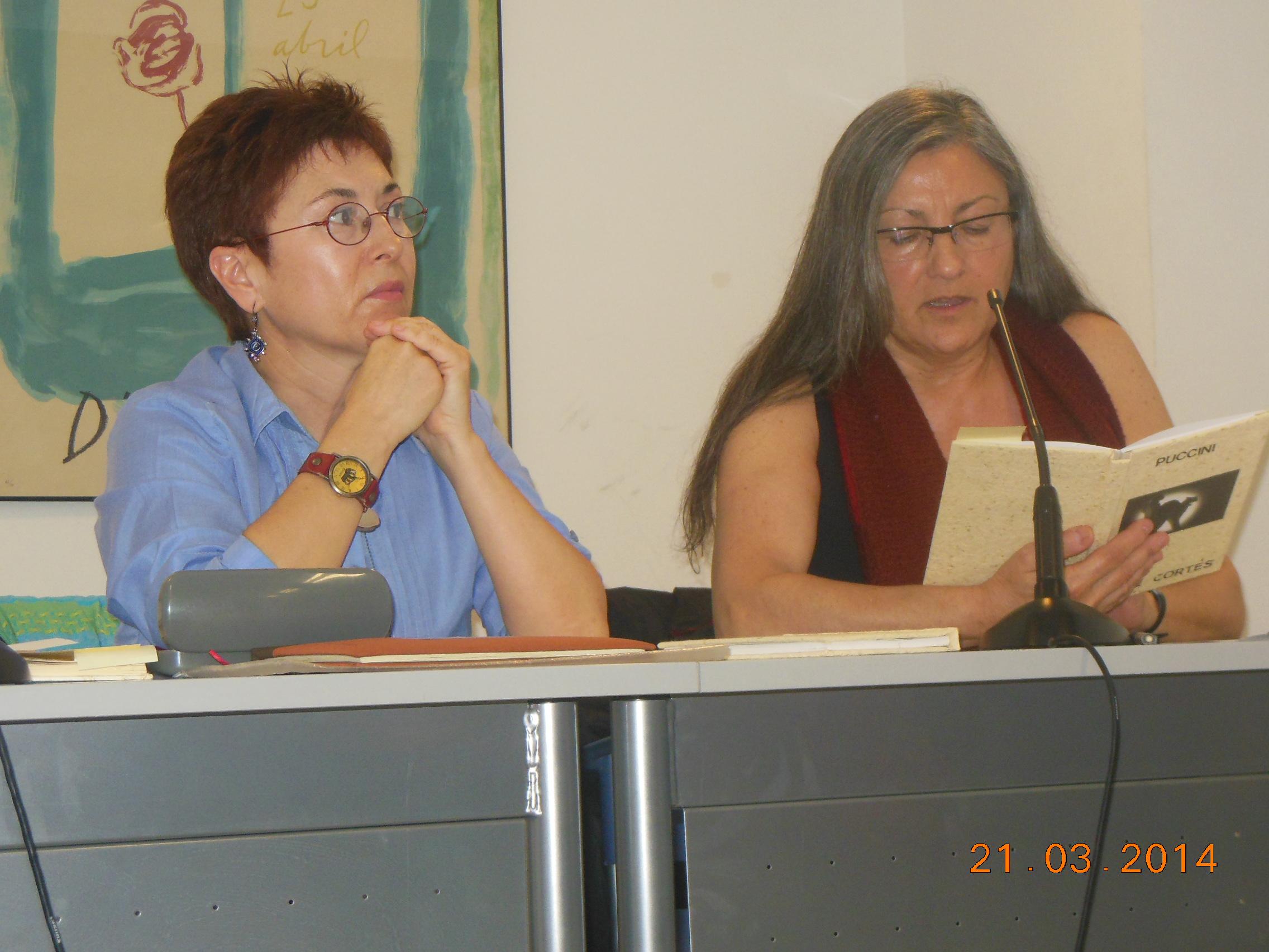 Anna Rossell (derecha) con la escritora Cise Cortés. Tertulia del Laberinto de Ariadna, Ateneo Barcelonés, marzo 2014