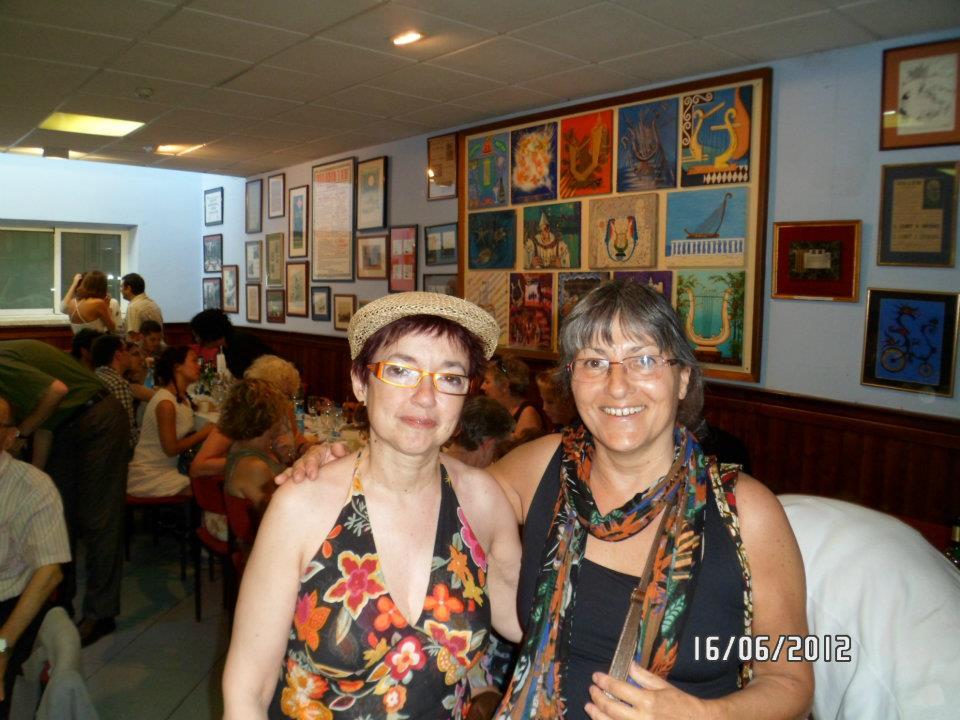 Anna Rossell (derecha) con Cèlia Sánchez-Mústich (Semana de Poesía de Sitges, 2012)