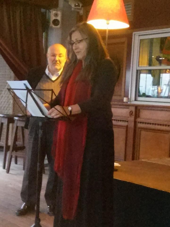 Anna Rossell con el poeta Francesc Cornadó. Recital Badasía, Badalona, abril 2014