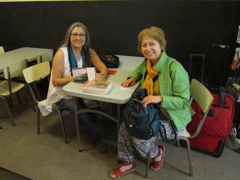 Anna Rossell (izquierda) con Carmen Troncoso, Barcelona, abril 2014