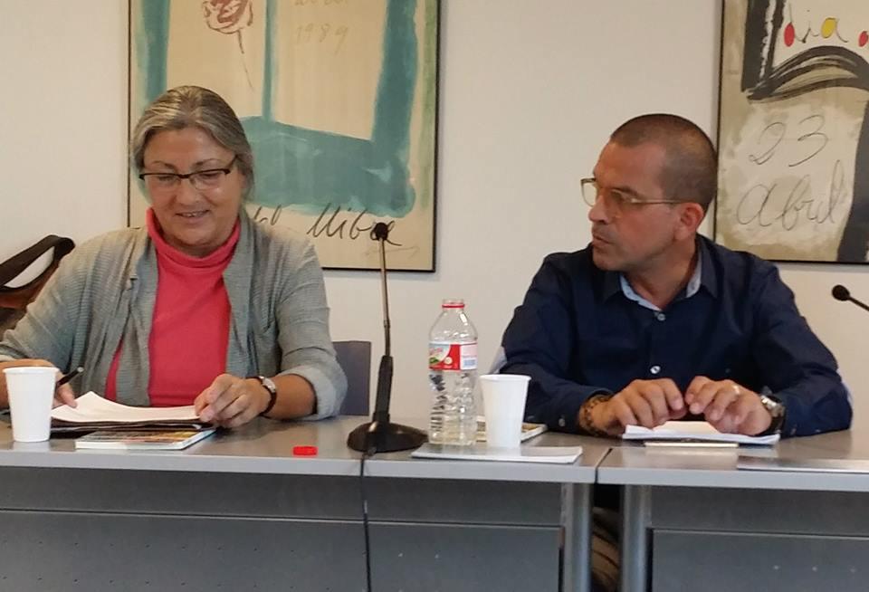 Anna Rossell con el poeta Enrique Clarós. Tertulia del Laberinto de Ariadna, Ateneo Barcelonés, 2014