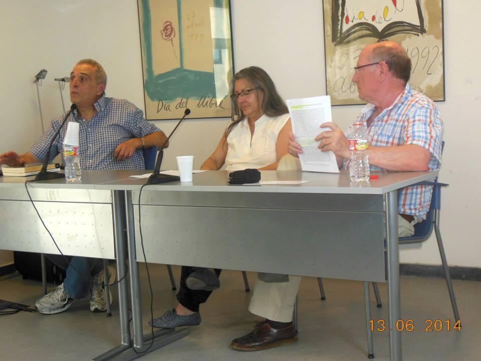 Anna Rossell con el escritor José Vicente Pascual (izquierda) y el poeta Felipe Sérvulo, Tertulia del Laberinto de Ariadna, Ateneo Barcelonés, junio, 2014