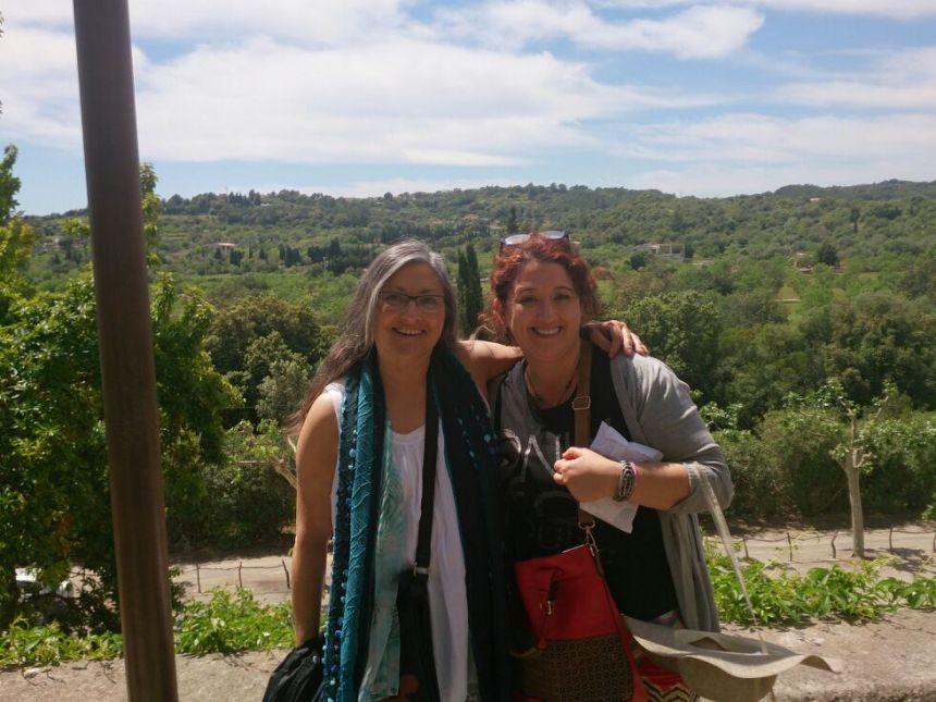Anna Rossell (derecha) con la poeta Mayde Molina. X Encuentro de Poetas en Red, Mallorca, abril 2014