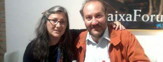 Anna Rossell con el poeta chileno Teodoro Elssaca