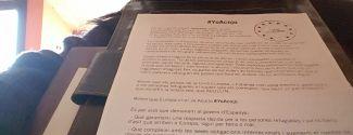 "L'escriptora Anna Rossell signa el Manifest ""Jo Acullo"" / La escritora Anna Rossell firma el Manifiesto ""Yo Acojo"""